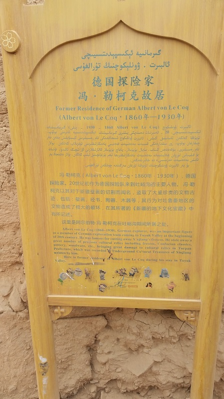 A German explorer stayed in Tuyuk valley and stole countless cultural relics. I'm surprised his residence is still standing, and that the Chinese made a plaque about it